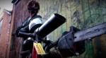 免驚喪屍! 英國發明火焰電鋸自行車