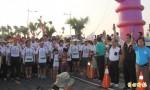 大鵬灣數千人路跑 候選人來搶票