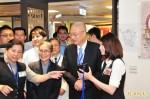 台中慈濟首創「隨身健康卡」 吳敦義參加揭牌