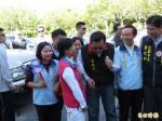 馬英九宜蘭掃街 民眾反應熱烈向前握手