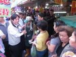 賴清德市場拜票超人氣 民眾排隊等握手