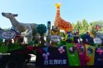 柯P嘉年華遊行跳脫過往 氣球、花車好歡樂