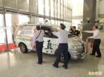 宣傳車衝高市府 威脅點燃汽油被制伏