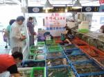 塑膠袋藏斤兩 富基漁港攤商承諾改善