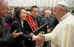 教宗接見台灣自閉畫家 為他降福