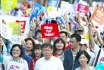 《TAIPEI TIMES 焦點》 Ko's Taipei parade draws thousands