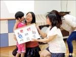 謝謝台灣 象臂女孩高唱「感恩的心」