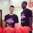 NBA》林書豪出席感恩節活動 湖人傷病特例獲准