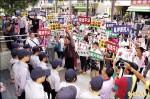 《屏東選舉》藍營率眾抗議院檢 要求交保2人