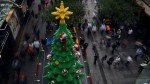樂高積木拼出10公尺高耶誕樹 路人驚喜