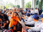 《TAIPEI TIMES 焦點》 Ex-toll collectors threaten to block roads