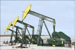 國際油價重挫 美俄陰謀論再起