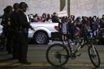 嗆布朗案 舊金山民眾遊行砸窗