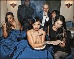 蕾哈娜就愛露 手遮點網路曬上空