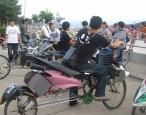 奇! 腳踏車改裝變「機車」 網友熱議
