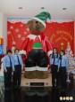318公分泰迪熊 穿耶誕裝亮相