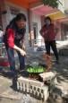 阿公阿嬤燒柴火煮飯菜 孫子讚「太強了」