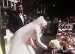 穆斯林新娘馬丁廣場獻捧花 現場民眾爆掌聲