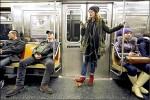 紐約地鐵 呼籲男乘客別劈腿