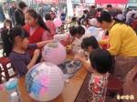 善化慶安宮免費彩繪燈籠 大小孩開心繪畫迎新春