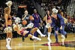 威爾法洛大鬧NBA 被4保全架出場