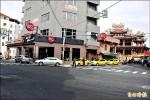 海科館帶人潮 計程車爭路口設招呼站