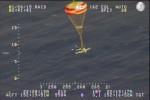 開到沒油…美小飛機開降落傘迫降海面