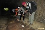 學者會勘大崗山後山蝙蝠洞穴