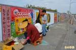 美化堤防牆面 大里學子齊彩繪