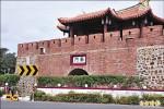 南門警告標誌 遭批影響景觀