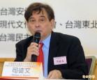 台灣新聞界何時 「跪下一條腿」?