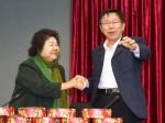 柯文哲、陳菊攜手 義賣「小林村甜粿」