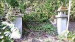 日治時期銅門社忠魂碑 埋沒荒草中