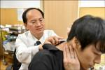 神經纖維瘤壓迫 男大生險癱