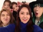 4minute新專輯封面出爐 泫雅露火辣酥胸