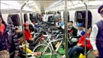 單車上台鐵 橫擺走道不聽勸