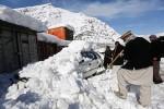 冬季大雪害國 阿富汗雪崩逾200死