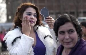貧窮少女濃妝等著嫁 保加利亞新娘市場交易熱絡