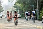 竹縣自行車隊馬路集訓 塞車惹怨