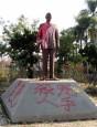 台中中正公園蔣介石銅像再被噴漆、灑冥紙