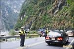 中橫假日塞車成常態 警加強疏導