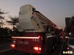 高市複合餐廳工地下班尖峰火警 10多輛消防車狂鳴引側目