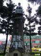 基隆站前老蔣銅像被噴漆「基隆大屠殺」