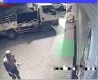 竊嫌竊車留腳掌印 警逮精障男
