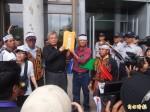 反建養雞場 台東新園里民勇士舞「出草」抗議