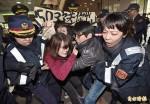 抗議M503 青年團體突襲陸委會