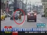橫越車道被撞飛 女學生險遭對向來車輾過