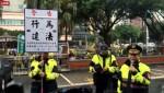 民團突襲立院抗議M503 警方強制抬離