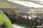 落石阻斷和平島公園步道 市府將雇工敲碎清運