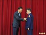 王卓鈞退休 獲內政專業獎章